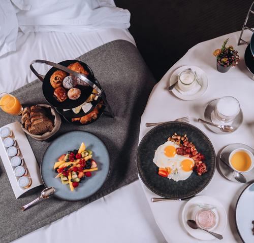 Junior_suite_breakfast